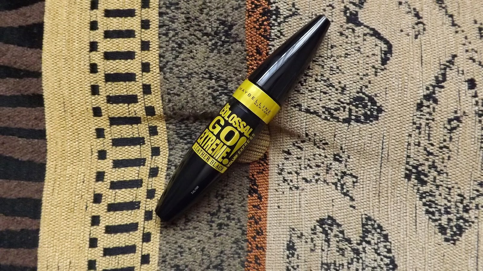 0e4ed75b62e Review | Maybelline Colossal Go Extreme Leather Black Mascara ...