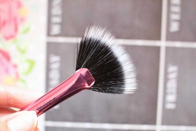Real Techniques Fan Brush
