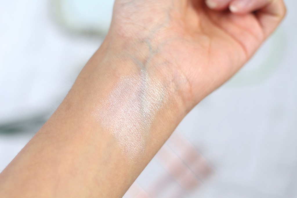 Revlon Photoready Insta-Fix highlighting stick swatch